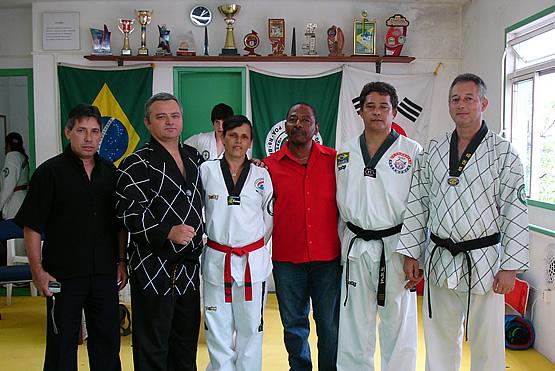 Novos Faixas Pretas de Taekwondo